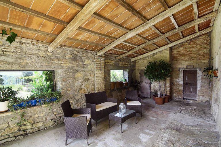 salotto_in_giardino_podere_poderaccio_2_mini_vacanza_in_toscana